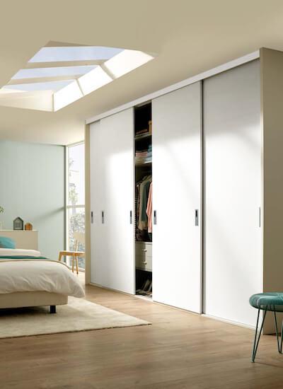 Rahmenlose Holzschiebetür Weiß mit Türstruktur Siena Schrankschiebetür