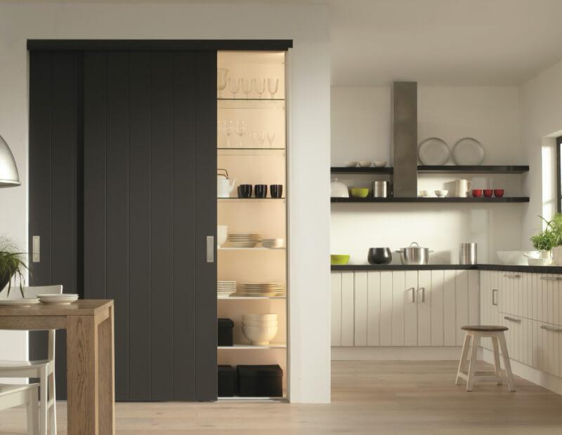 Rahmenlose Holzschiebetüren als Küchenschrank Schrankschiebetüren