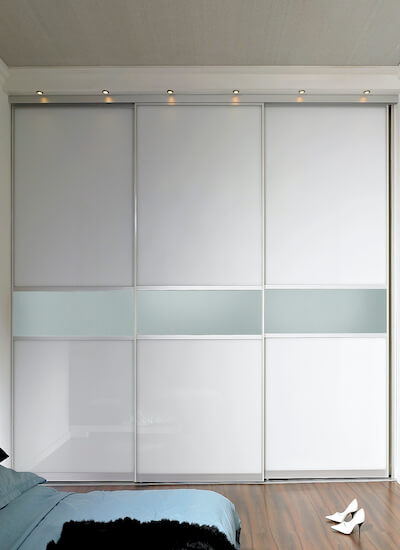 Glasschiebetür auf Maß mit Alurahmen und Füllungsteilung