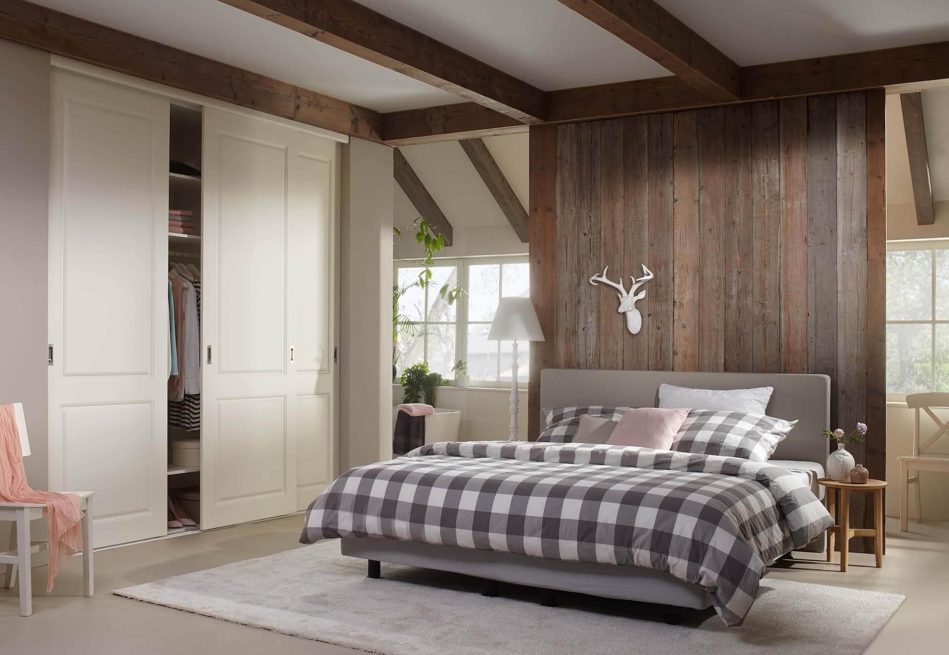 Rahmenlose Holzschiebetür Stiltür Schiebetür auf Maß in Weiß Matt