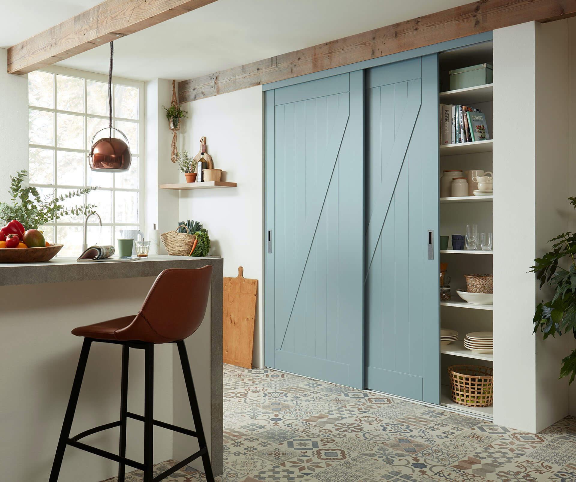 Rahmenlose Holzschiebetür Stiltür Schiebetür auf Maß in Fjord Grün Matt