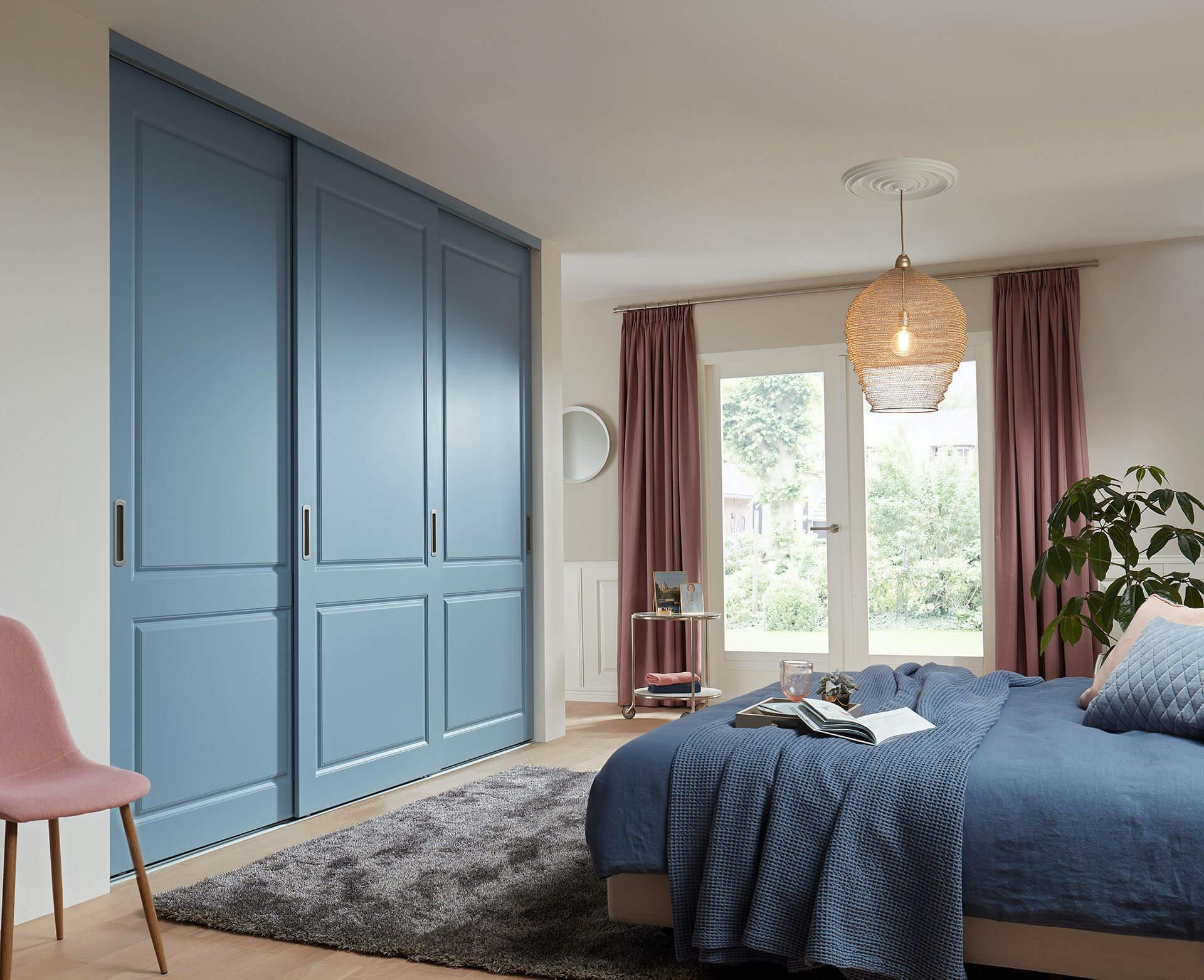 Rahmenlose Holzschiebetür Stiltür Schiebetür auf Maß in Denim Blau