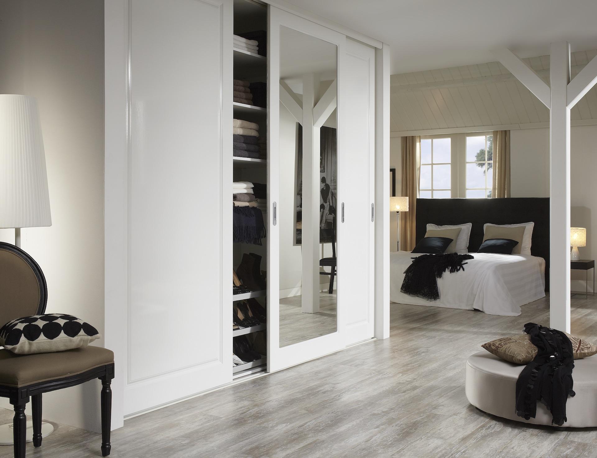 Rahmenlose Holzschiebetür Stiltür Schiebetür auf Maß in Weiß