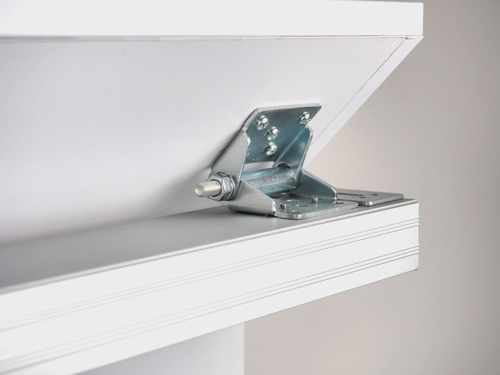 Schiebetür Halter für Montage unter Dachschräge Foto