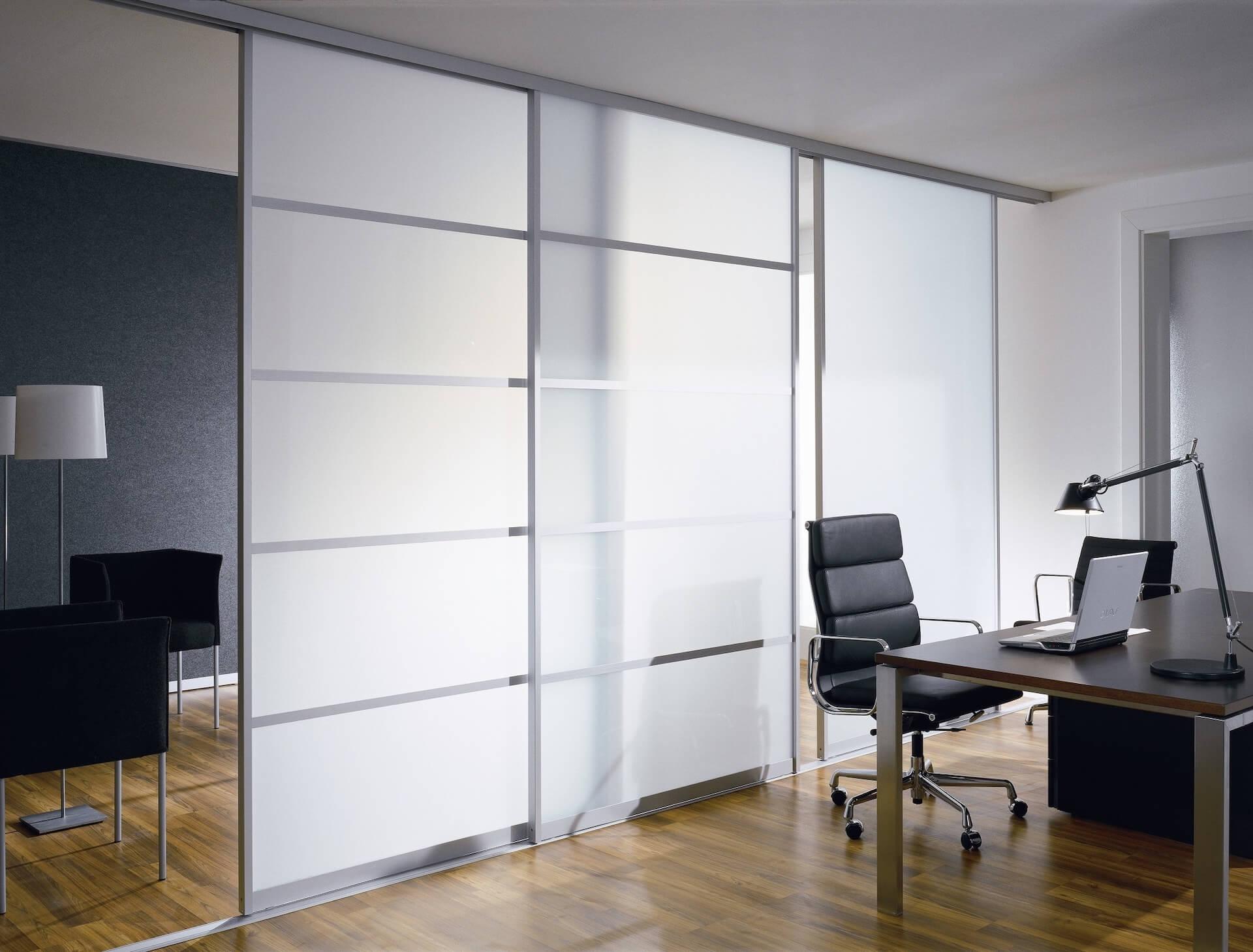 Raumteiler Schiebetür mit Aluminiumrahmen und Glasfüllung