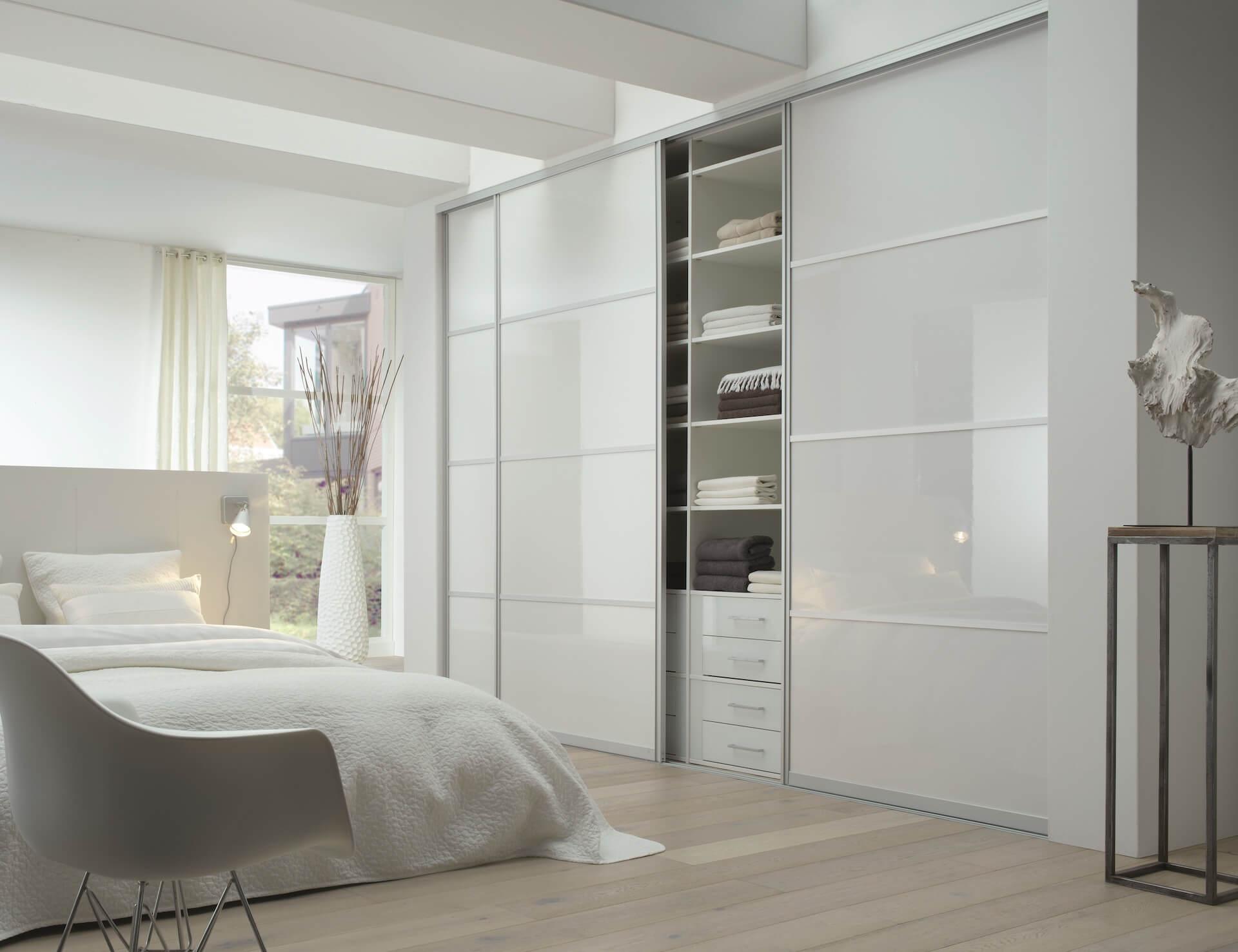 Schrankschiebetür mit Aluminiumrahmen Schlafzimmer