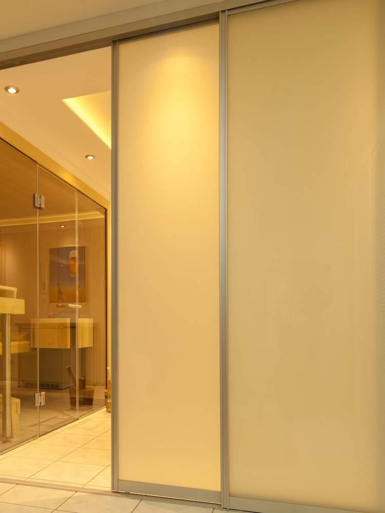 Raumteiler mit Glasfüllung