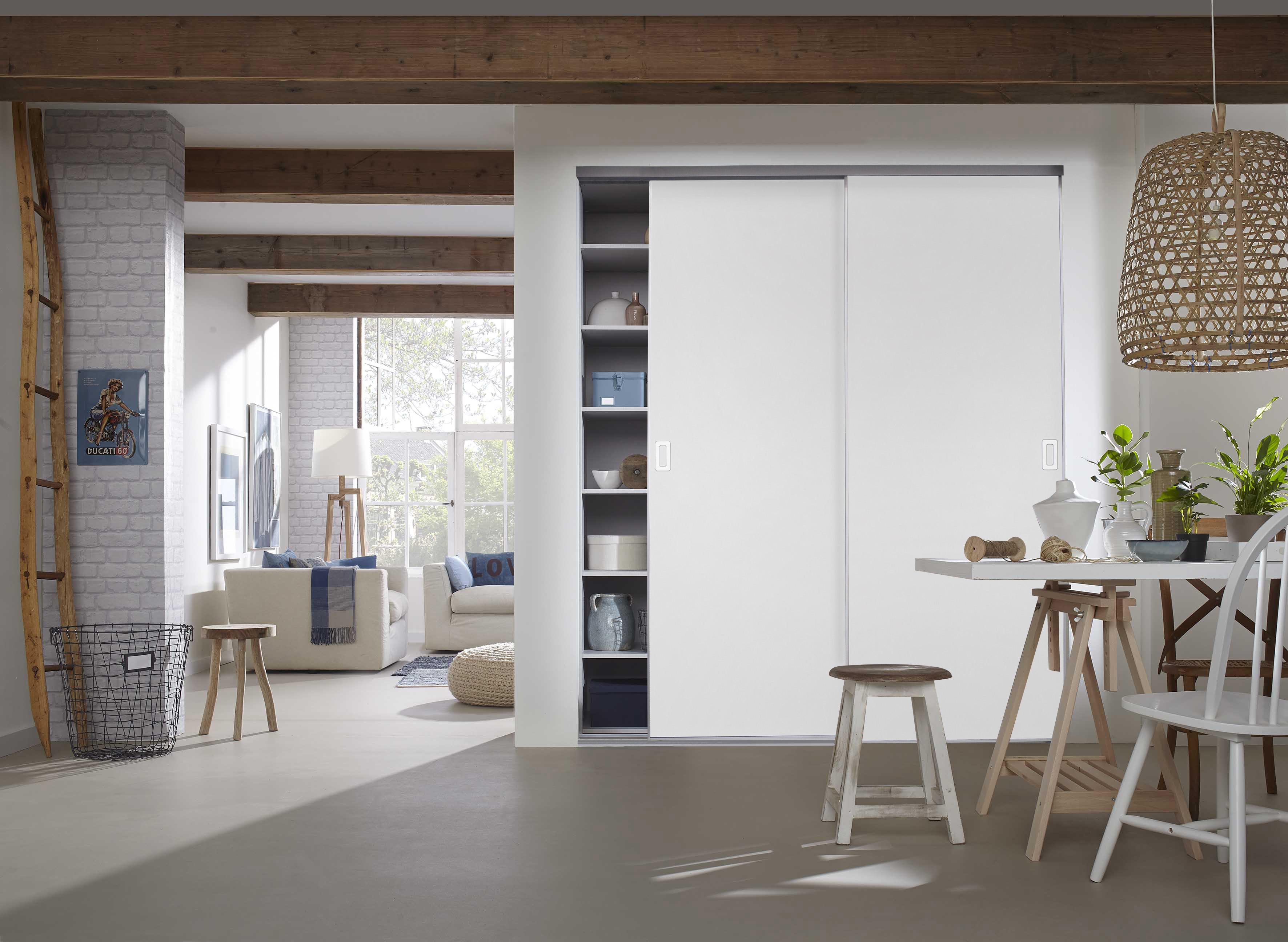 BS-Komplett U als Drempelset | Weiße Holzschiebetüren mit U-Profilen unter Dachschrägen